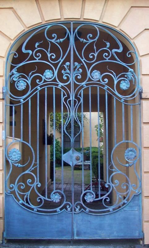 ворота откатные кованые стиль модерн